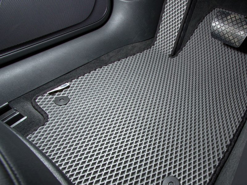 Как защитить салон автомобиля от загрязнений?