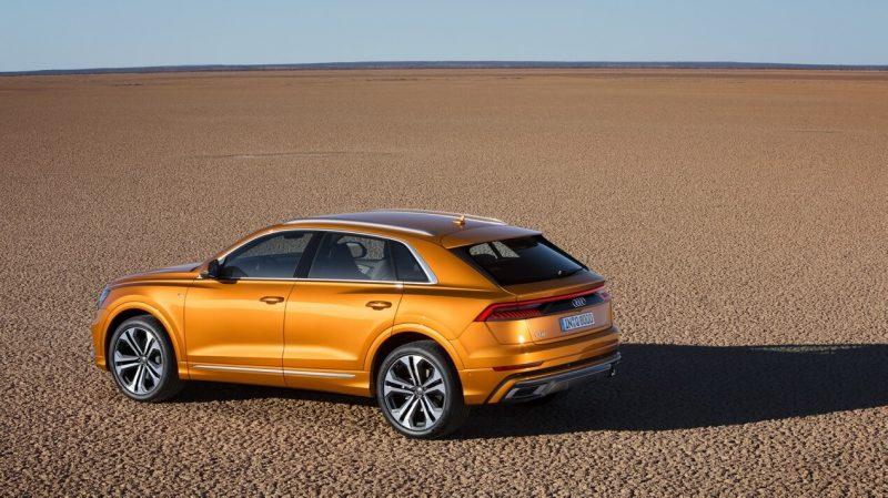 Вид сбоку Audi Q8