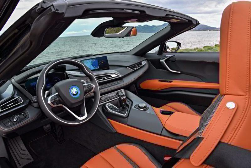 Интерьер BMW i8 Roadster