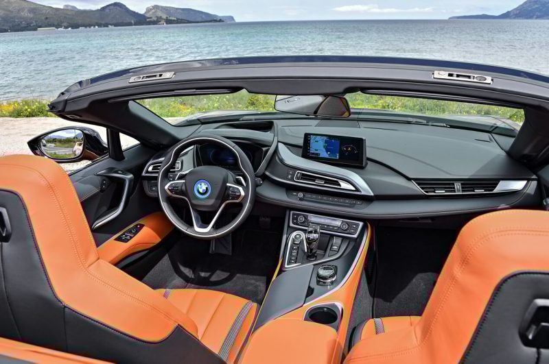 BMW i8 Roadster салон