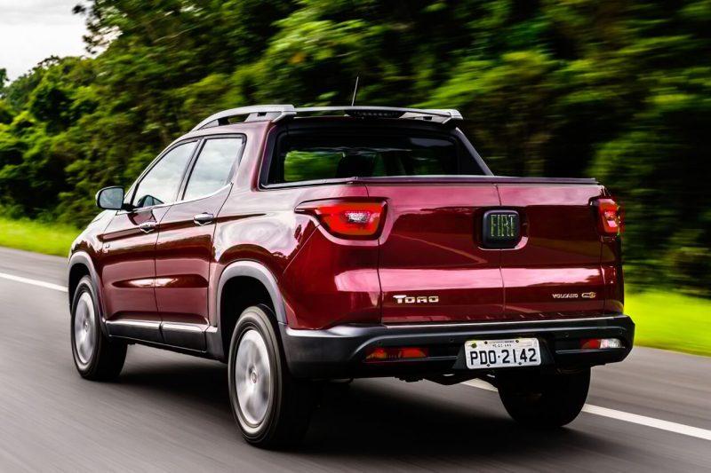 Вид сзади Fiat Toro