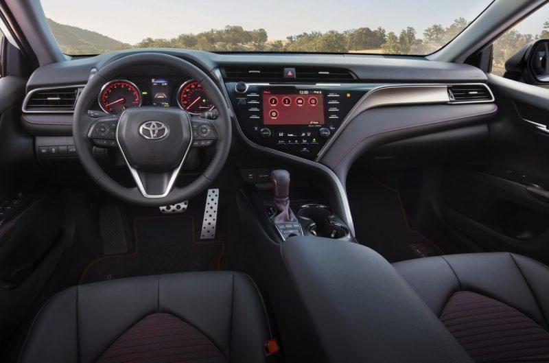 Салон Toyota Camry TRD