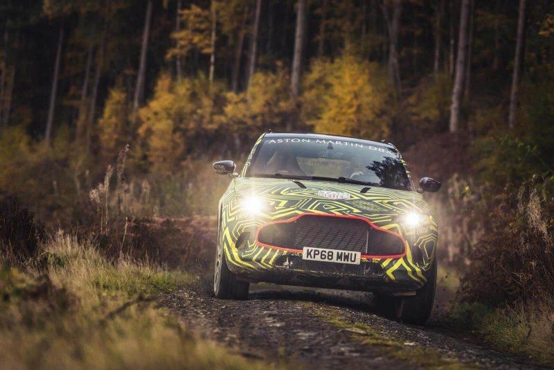 Вид спереди Aston Martin DBX