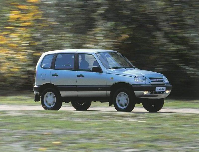Вид сбоку Chevrolet Niva