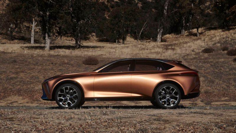 Вид сбоку Lexus LQ
