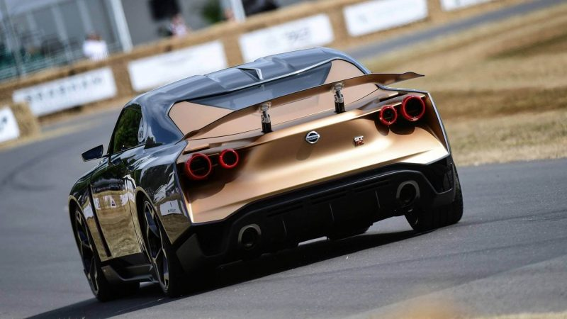 Вид сзади Nissan GT-R50