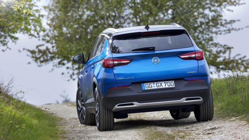 Вид сзади Opel Grandland X