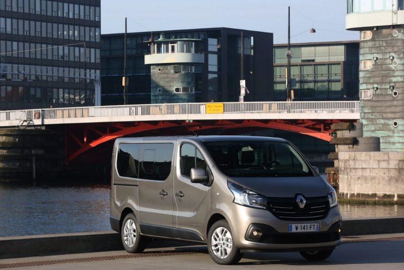 Фото Renault Trafic Minibus