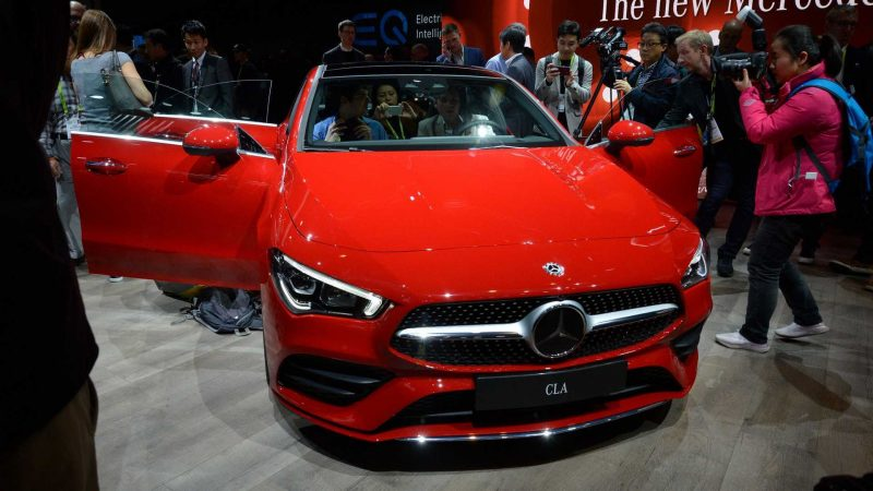 Вид спереди Mercedes-Benz CLA