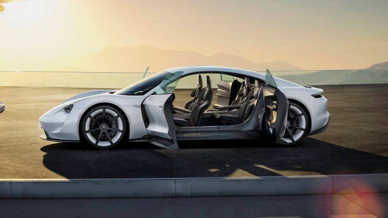 Вид сбоку Porsche Mission E