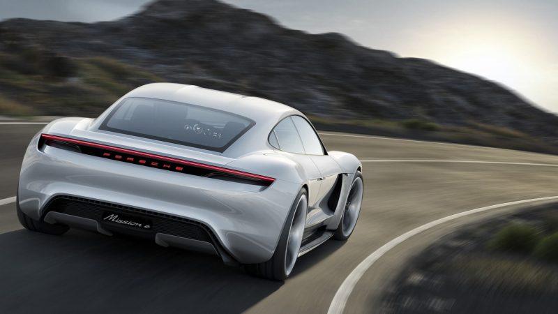 Вид сзади Porsche Mission E