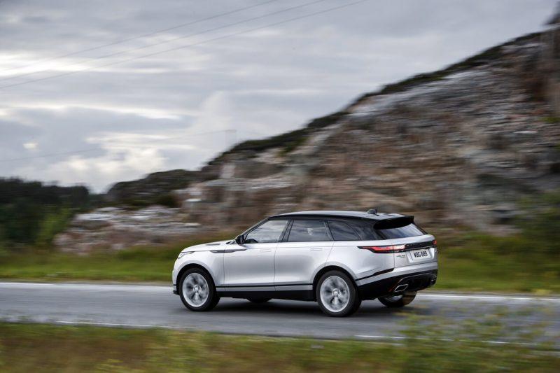 Вид сбоку Range Rover Velar