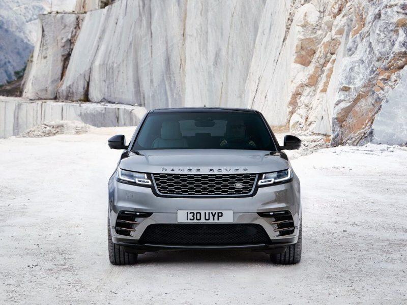 Вид спереди Range Rover Velar