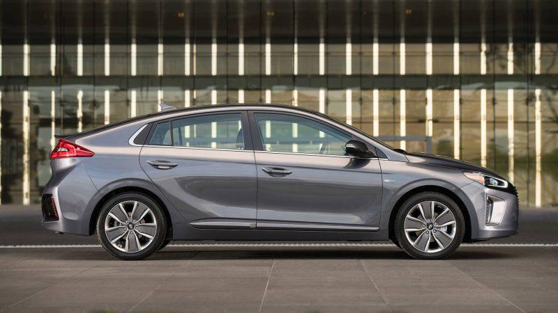 Hyundai Ioniq Hybrid вид сбоку