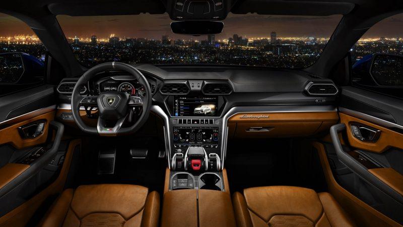 Lamborghini Urus интерьер
