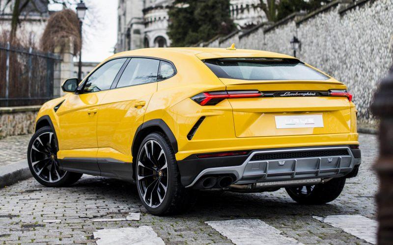 Вид сзади Lamborghini Urus
