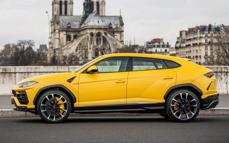 Вид сбоку Lamborghini Urus