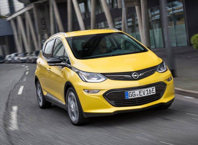Opel Ampera-e вид спереди