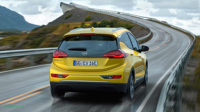 Вид сзади Opel Ampera-e
