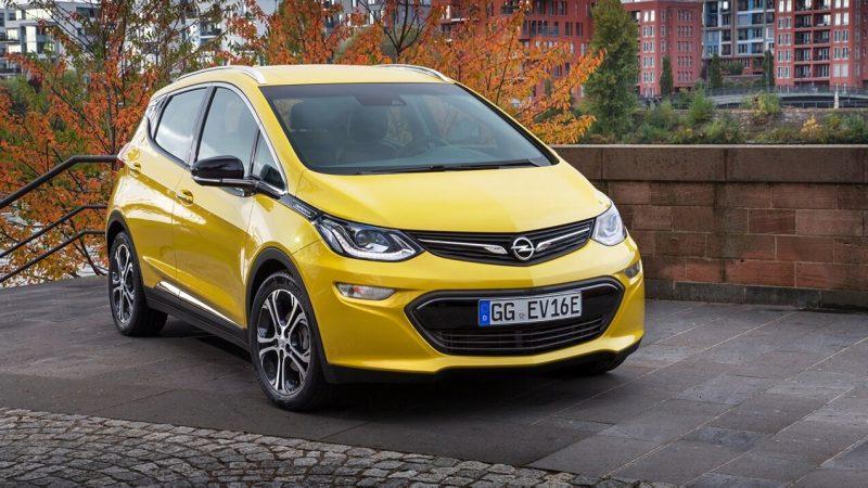 Вид спереди Opel Ampera-e