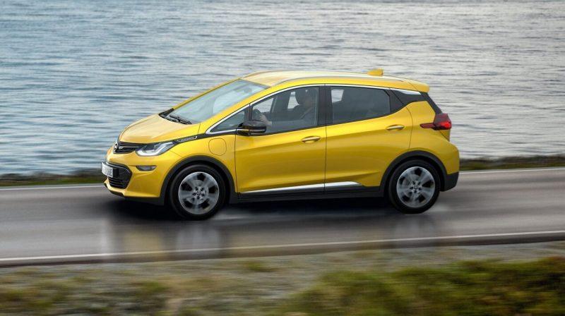 Вид сбоку Opel Ampera-e