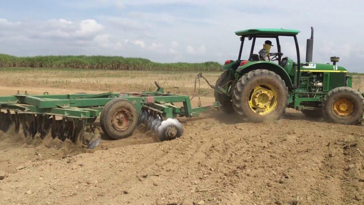 Сельскохозяйственный трактор John Deere