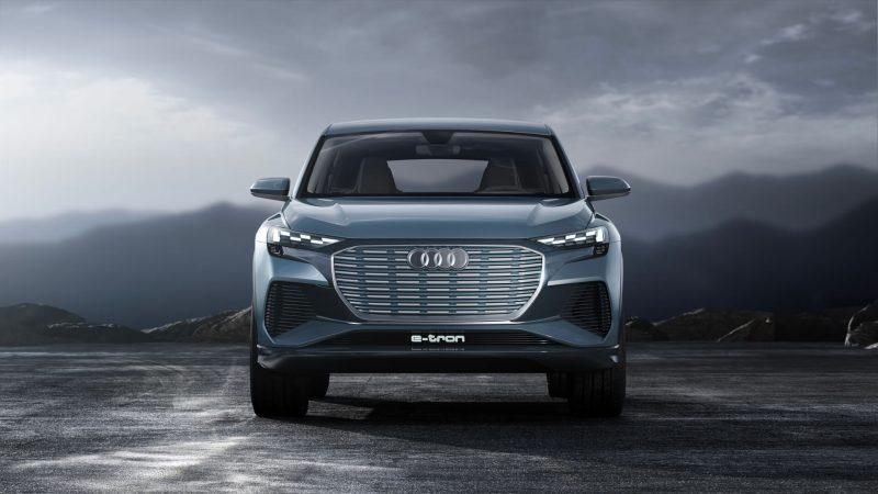 Audi Q4 e-tron вид спереди
