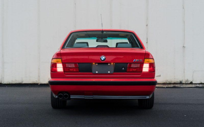 BMW M5 вид сзади