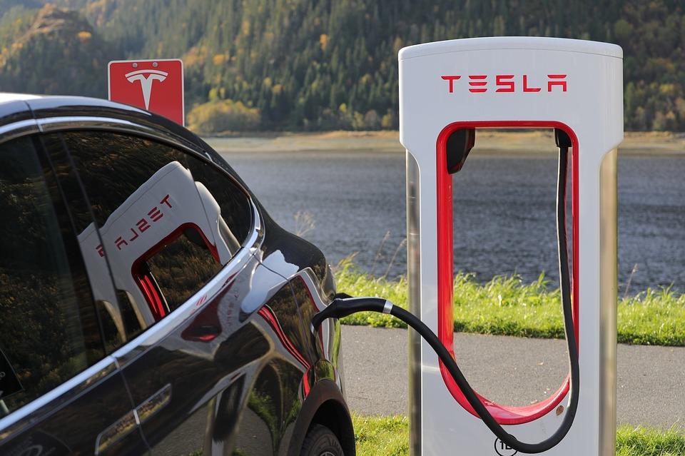 электро розетка Tesla
