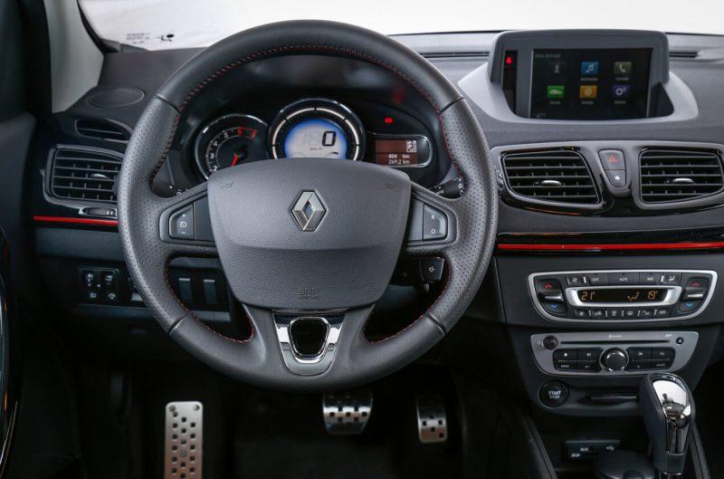 Рулевое колесо Renault Fluence GT