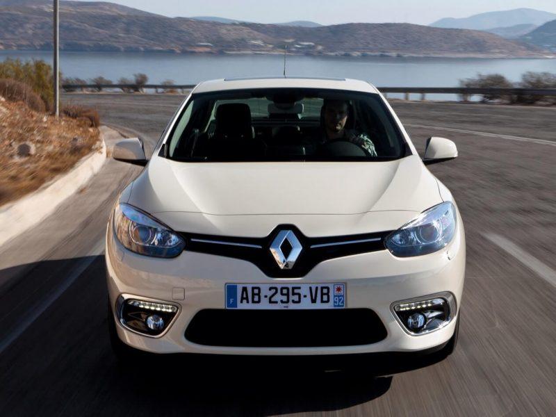 Вид спереди Renault Fluence
