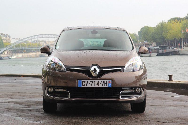 Вид спереди Renault Scenic III поколение