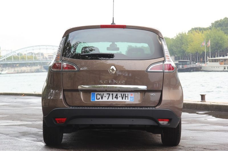 Вид сзади Renault Scenic III поколение