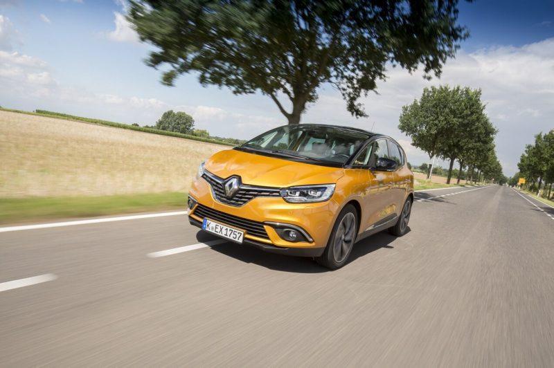 Вид спереди Renault Scenic IV