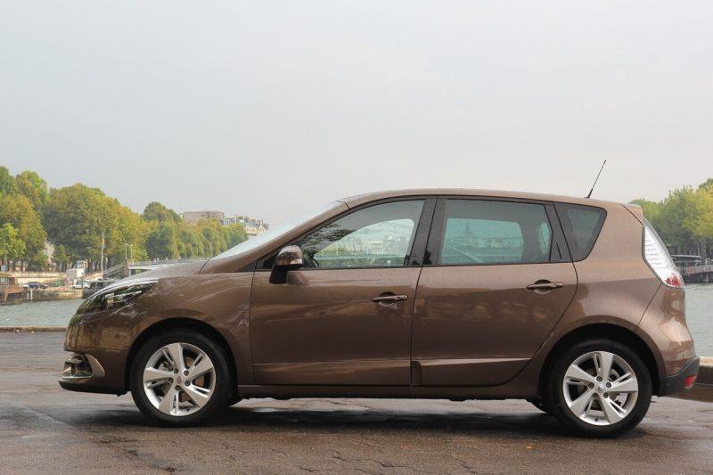 Вид сбоку Renault Scenic III поколение