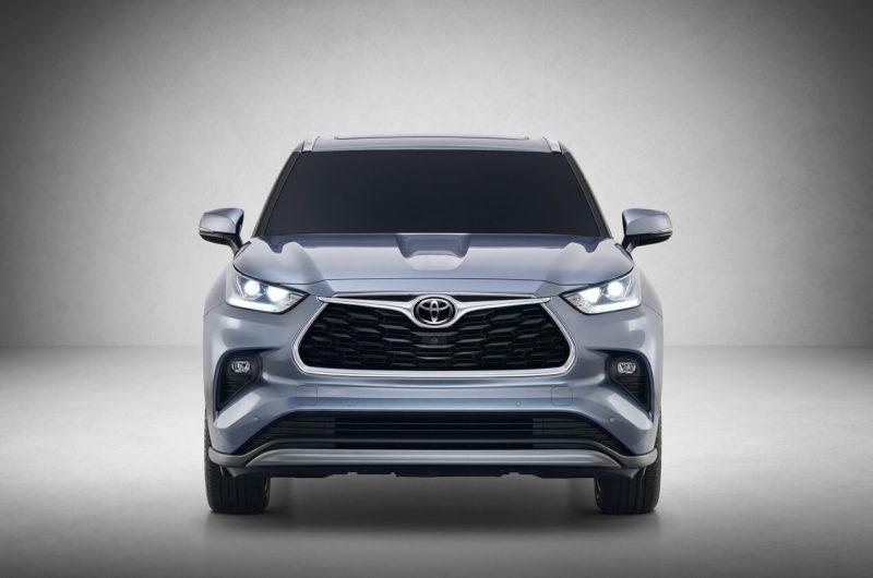 Вид спереди Toyota Highlander