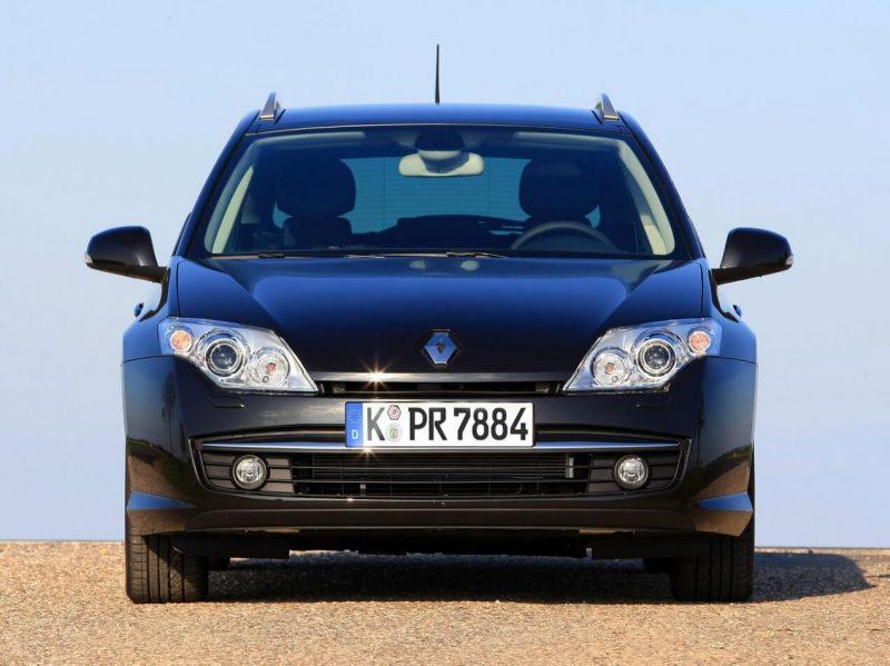 Вид спереди Renault Laguna Grandtour