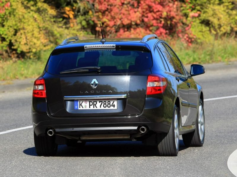 Вид сзади Renault Laguna Grandtour