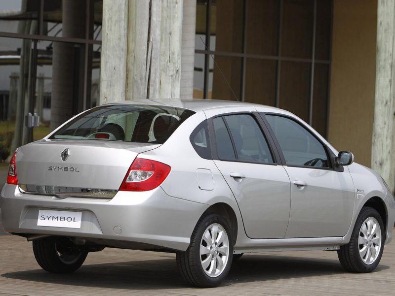 Вид сзади Renault Symbol II