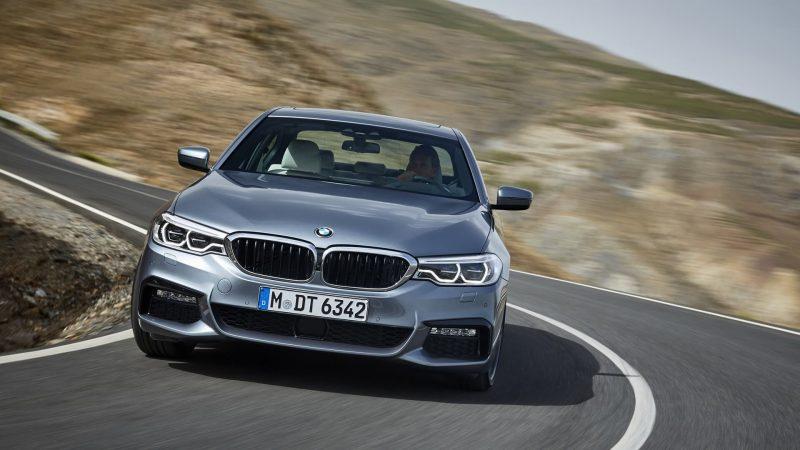 Вид спереди BMW 5