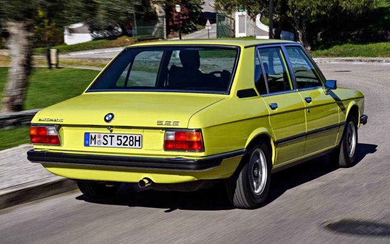 Вид сзади BMW 5 Series (E12)
