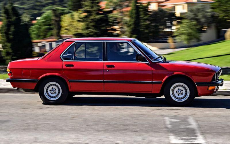 Вид сбоку BMW 5 Series (E28)