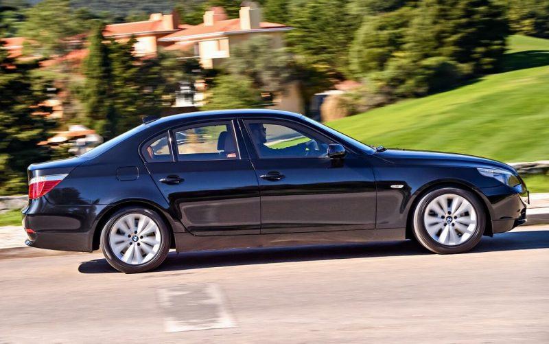 Вид сбоку BMW 5 Series E60