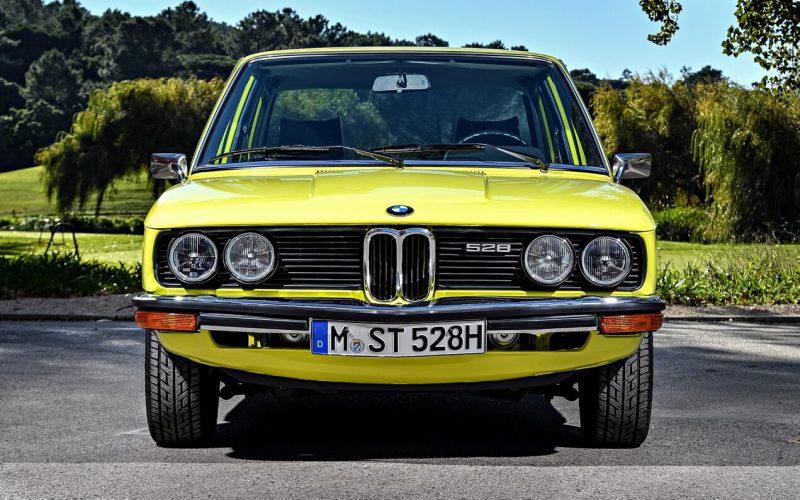 Вид спереди BMW 5 Series (E12)