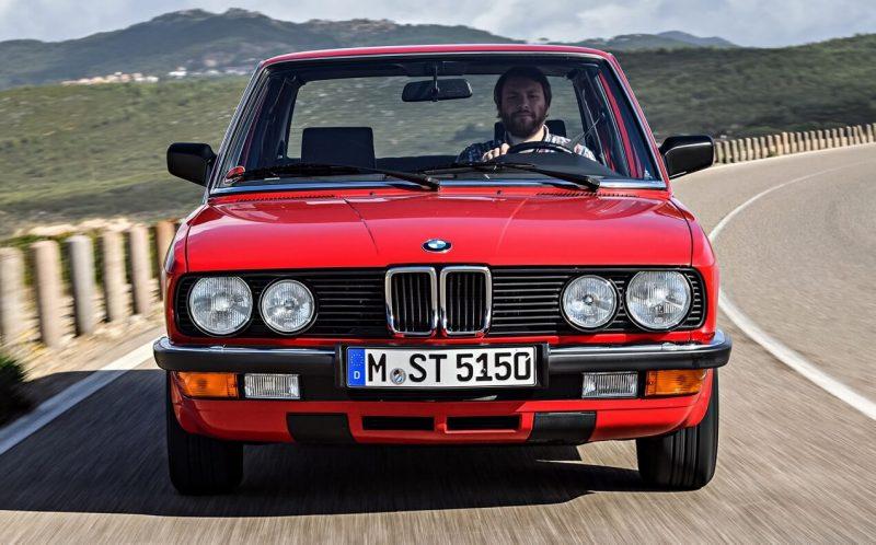 Вид спереди BMW 5 Series (E28)