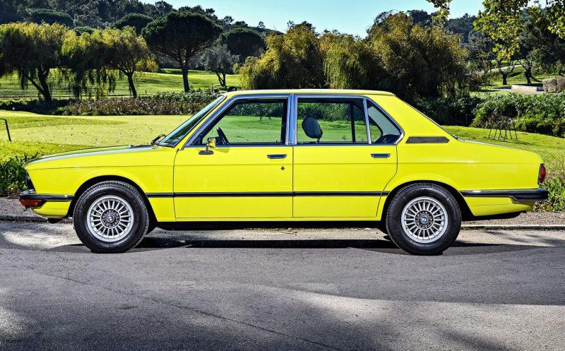 Вид сбоку BMW 5 Series (E12)