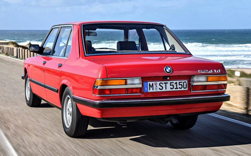 Вид сзади BMW 5 Series (E28)