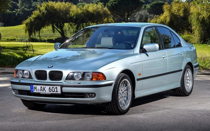 Вид спереди BMW 5 Series (E39)
