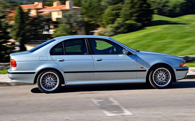 Вид сбоку BMW 5 Series (E39)