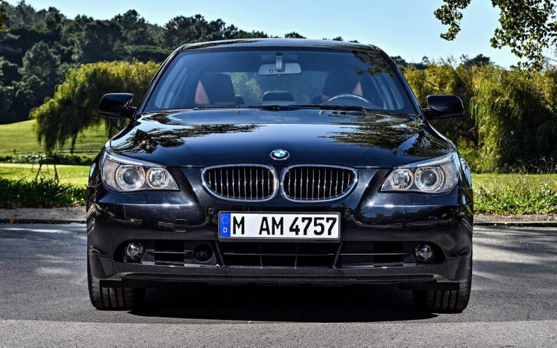 Вид спереди BMW 5 Series E60
